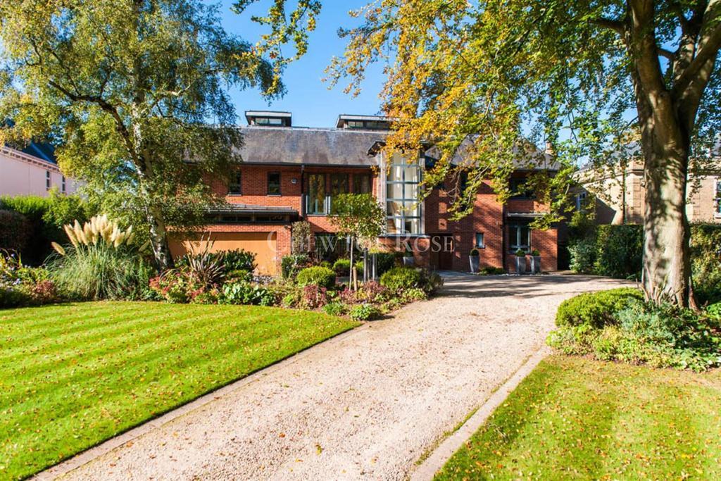 6 Bedrooms Detached House for sale in Gerrards Cross, Buckinghamshire