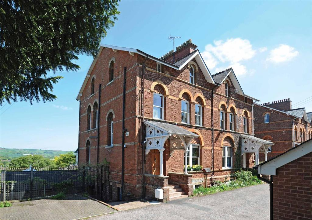 5 Bedrooms Semi Detached House for sale in St. Aubyns Villas, Tiverton