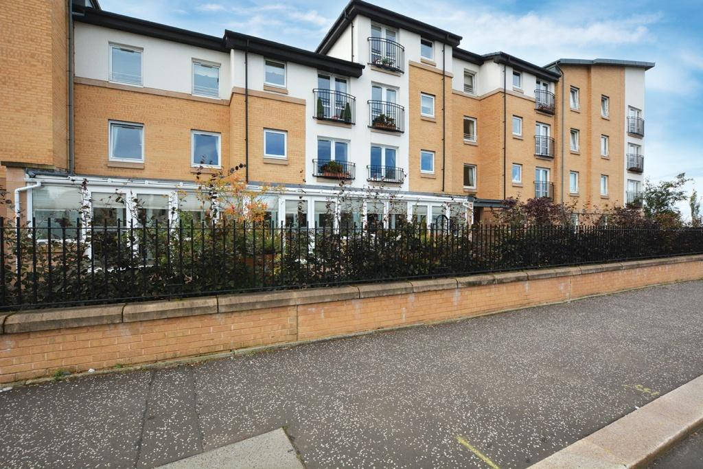 1 Bedroom Flat for sale in 32 Hilltree Court, 96 Fenwick Road, Giffnock, G46 6AA