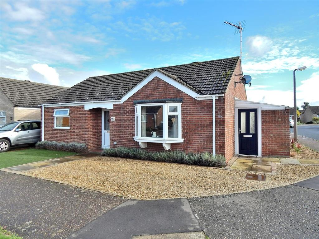3 Bedrooms Detached Bungalow for sale in Nourse Drive, Heacham, King's Lynn