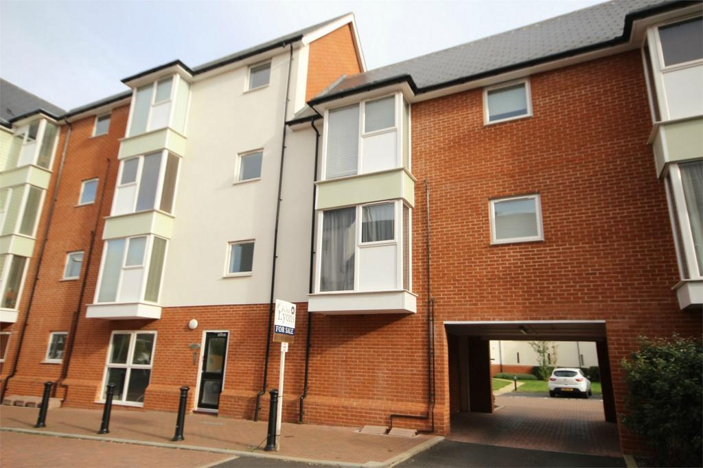 2 Bedrooms Flat for sale in Montfort Drive, CHELMSFORD, Essex