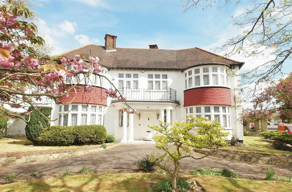3 Bedrooms Detached House for sale in Wickham Way, Park Langley, Beckenham