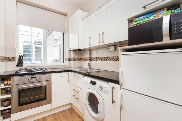 2 Bedrooms Flat for sale in High Street, Beckenham, BR3