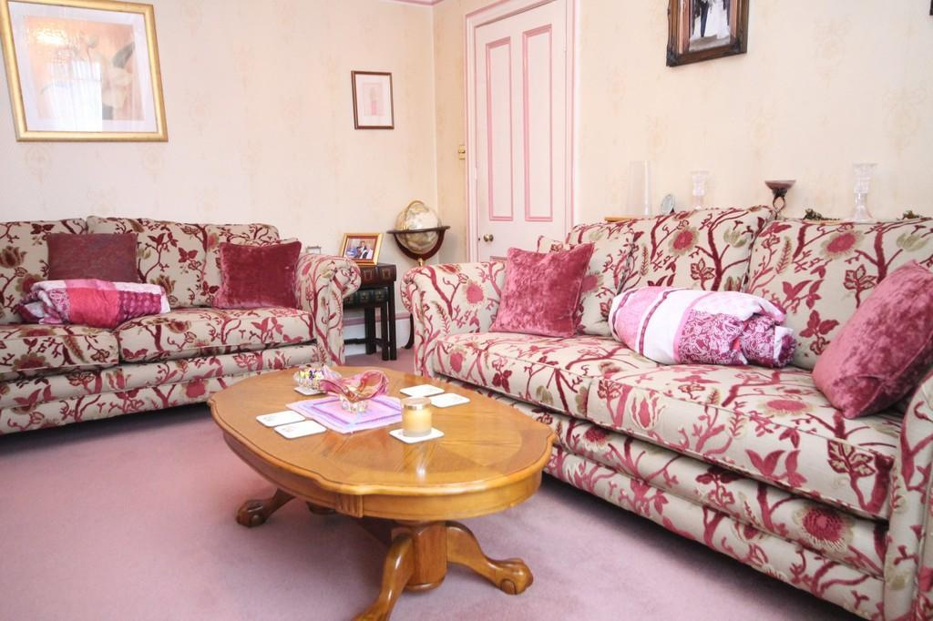 Broadwater Road, Worthing BN14 8AH 3 bed semi-detached house - £420,000