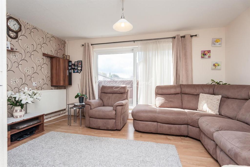 3 Bedrooms Maisonette Flat for sale in Ambleside Close, Hackney, E9