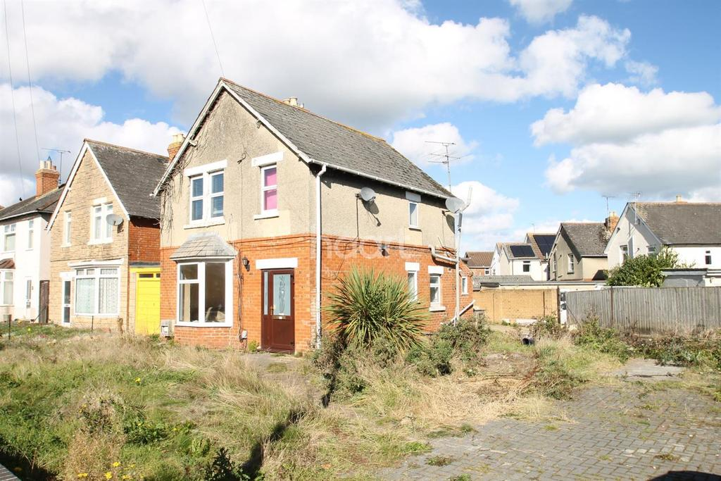 3 Bedrooms Detached House for sale in Lower Stratton