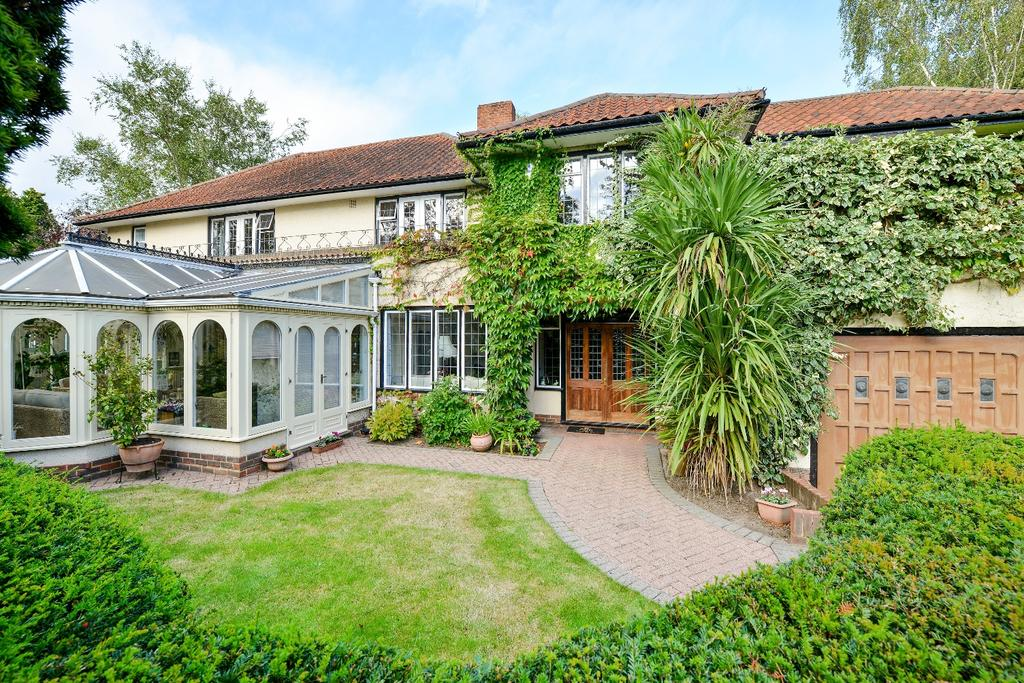5 Bedrooms Detached House for sale in Wilderness Road Chislehurst BR7