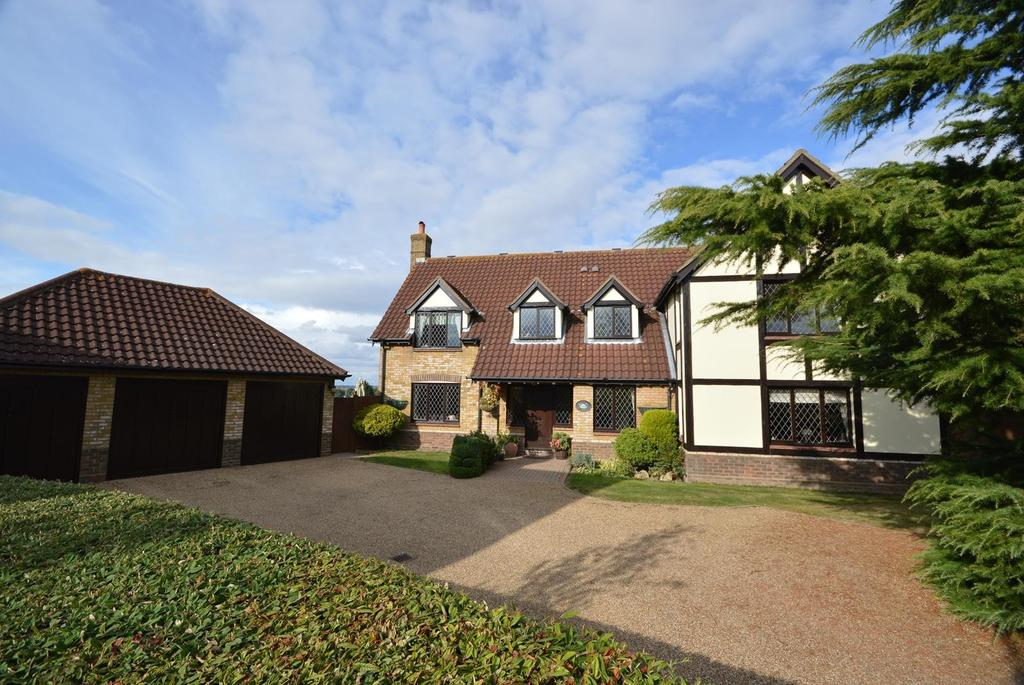 5 Bedrooms Detached House for sale in The Paddocks, Stapleford Abbotts, Romford, Essex, RM4
