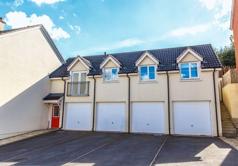 2 Bedrooms Detached House for sale in Saxon Close, Crediton