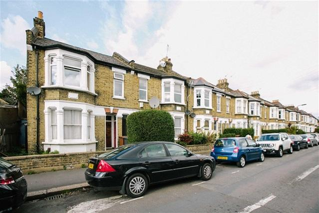 2 Bedrooms Flat for sale in Murchison Road, Leyton