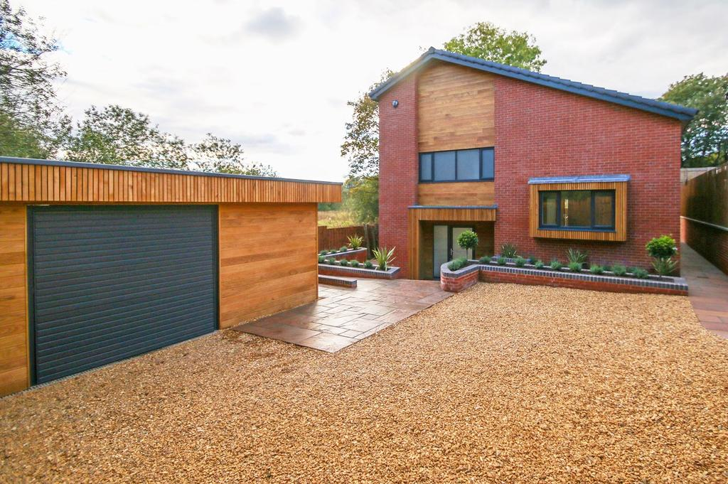 5 Bedrooms Detached House for sale in Anchorage Road, Urmston, Manchester, M41