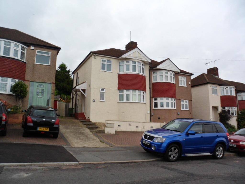3 Bedrooms Semi Detached House for sale in EDENDALE ROAD, BARNEHURST, KENT, DA7 6RW