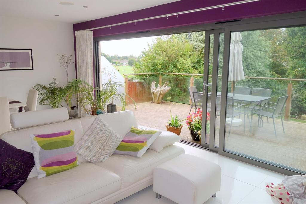 4 Bedrooms Detached House for sale in St. Annes Avenue, Penarth