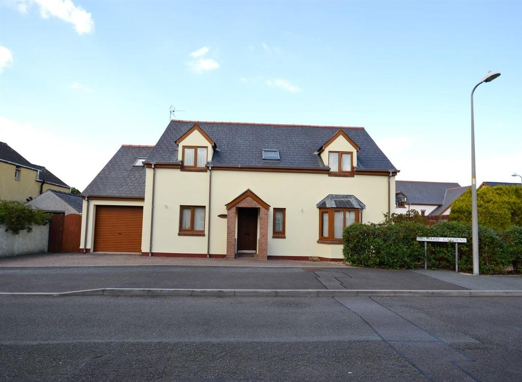4 Bedrooms Detached House for sale in Orchard Gardens, Pembroke