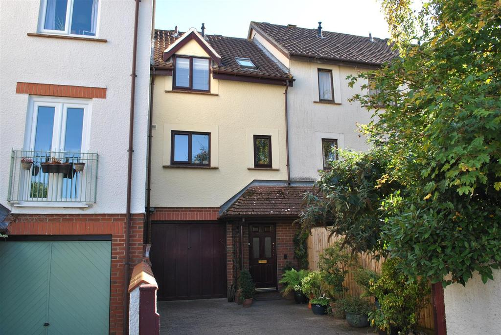 3 Bedrooms Terraced House for sale in Fivash Close, Taunton