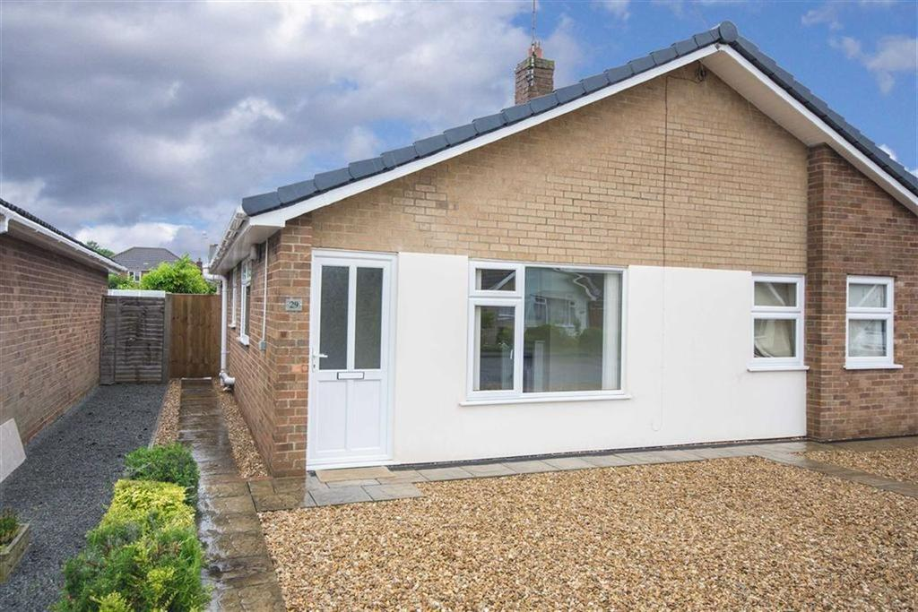 2 Bedrooms Semi Detached Bungalow for sale in Holborn Road, Spalding
