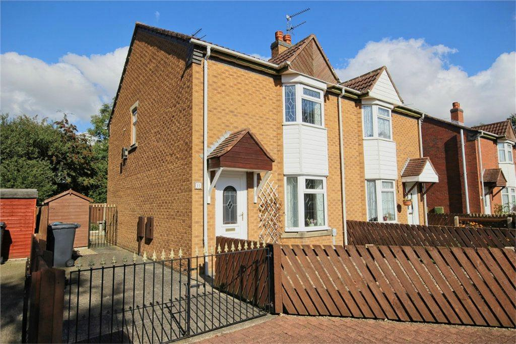 2 Bedrooms Semi Detached House for sale in Yorkshire Close, Hull, East Riding of Yorkshire