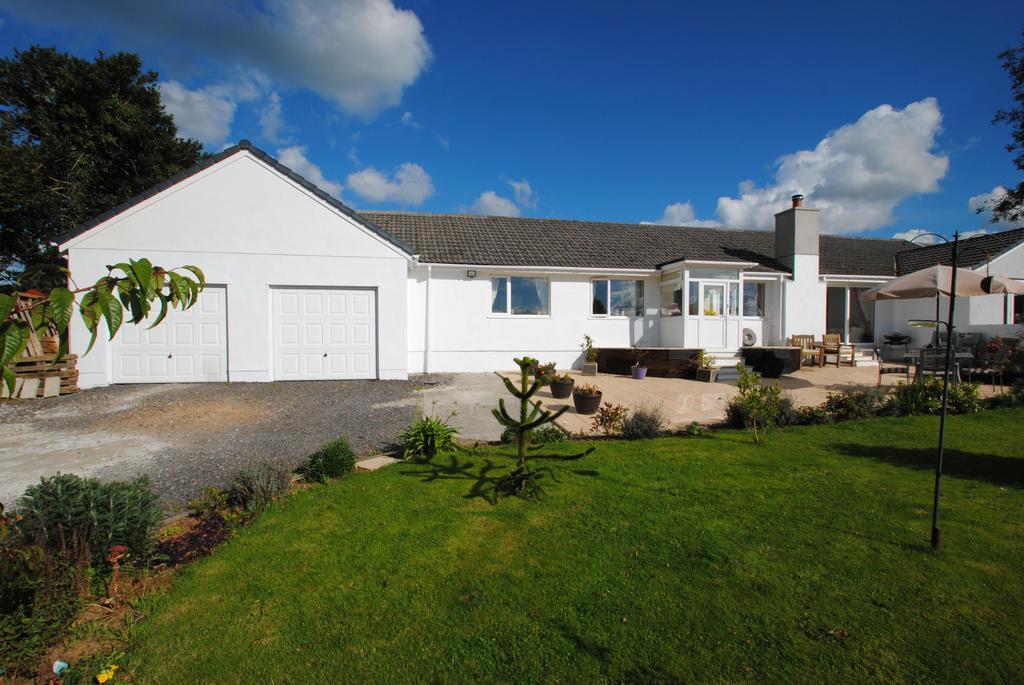 4 Bedrooms Bungalow for sale in Tregadillett, Launceston