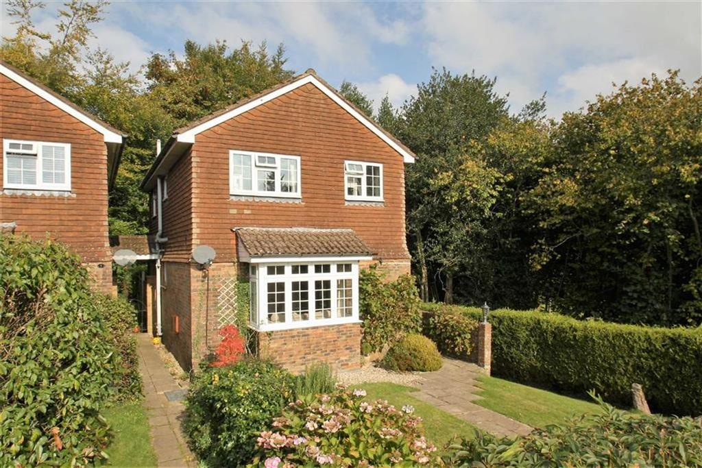 3 Bedrooms Detached House for sale in Meadow End, Liphook, Hampshire, GU30