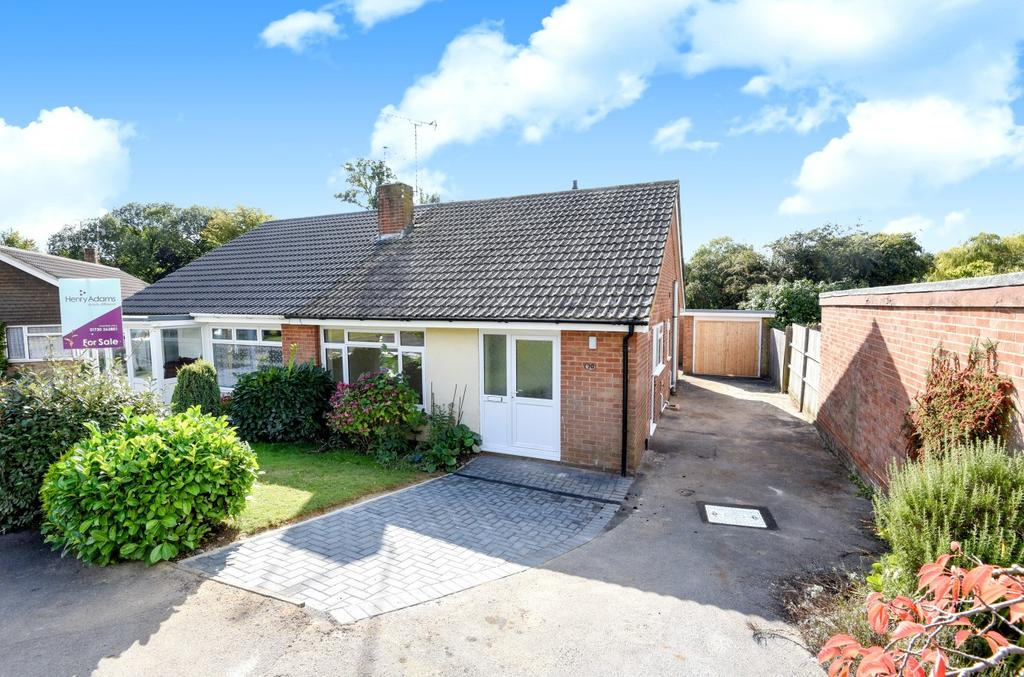 2 Bedrooms Bungalow for sale in Stafford Road, Petersfield, GU32