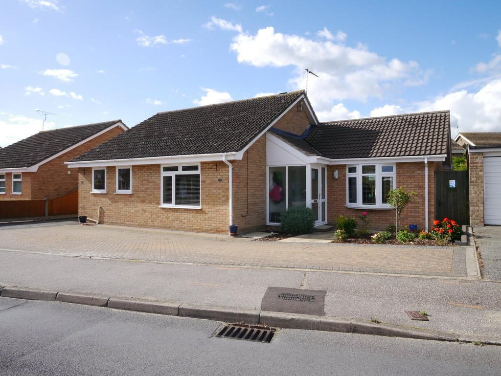 3 Bedrooms Detached Bungalow for sale in Long Meadow Walk, Carlton Colville, Lowestoft