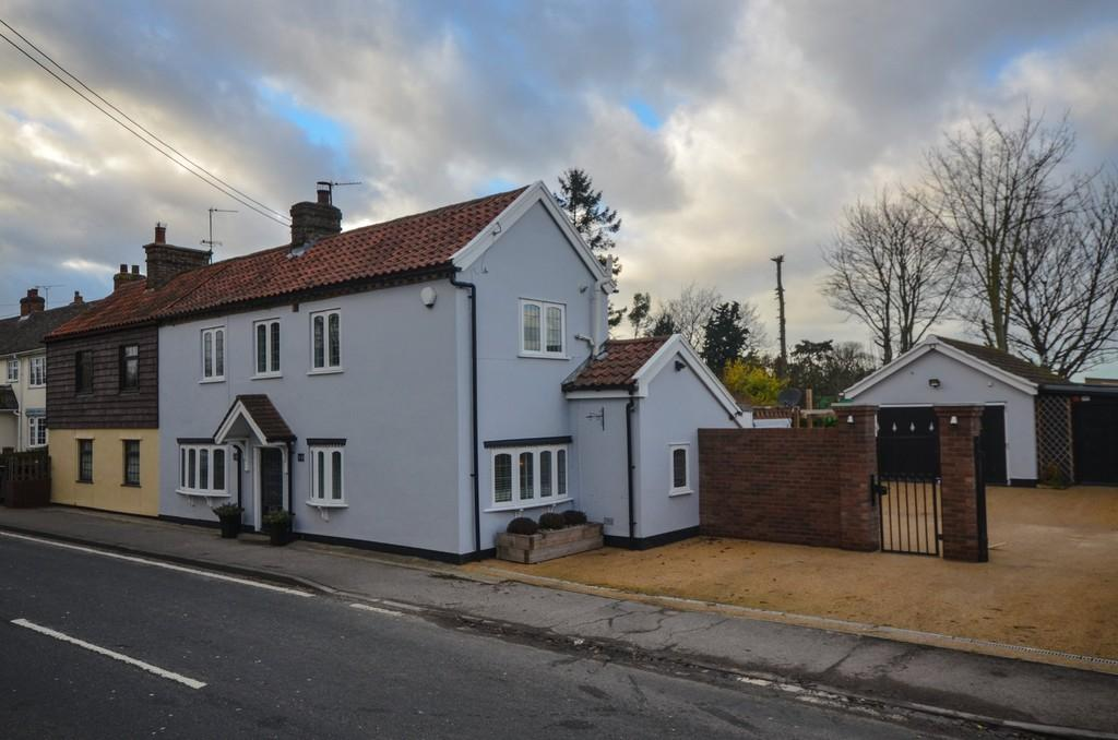 3 Bedrooms Semi Detached House for sale in London Road, Feering