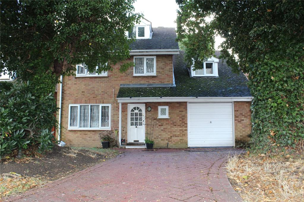 5 Bedrooms Detached House for sale in Eisenhower Road, Laindon, Essex, SS15