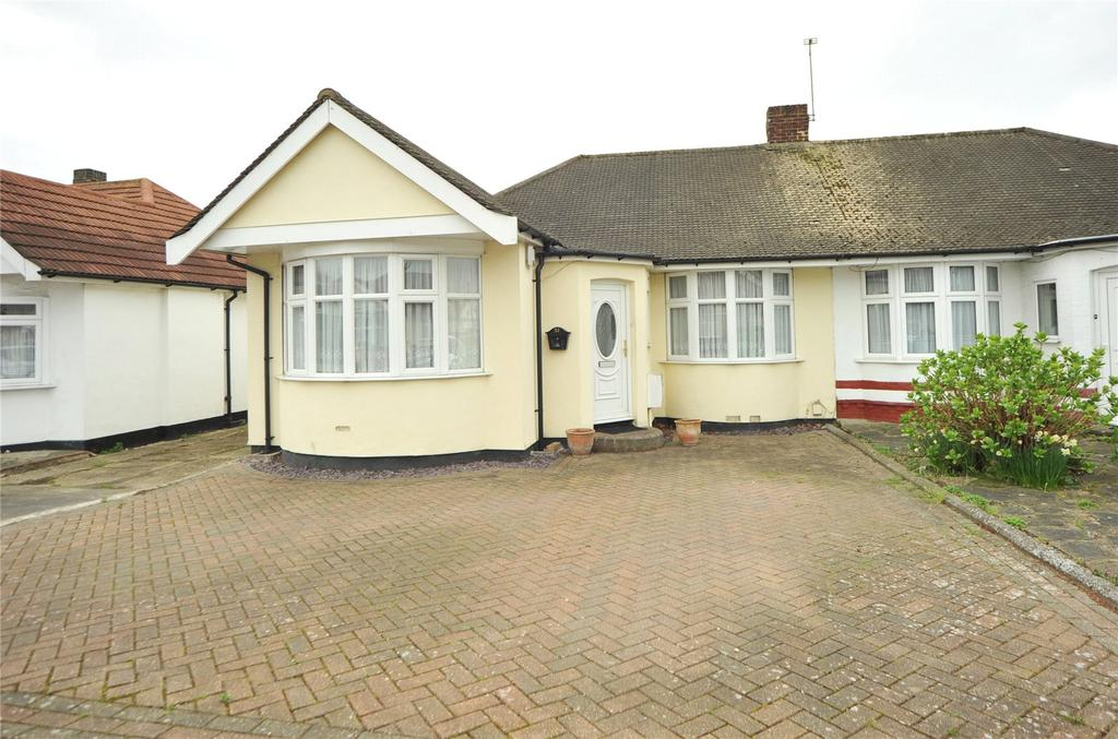 2 Bedrooms Semi Detached Bungalow for sale in Ferguson Avenue, Gidea Park, RM2