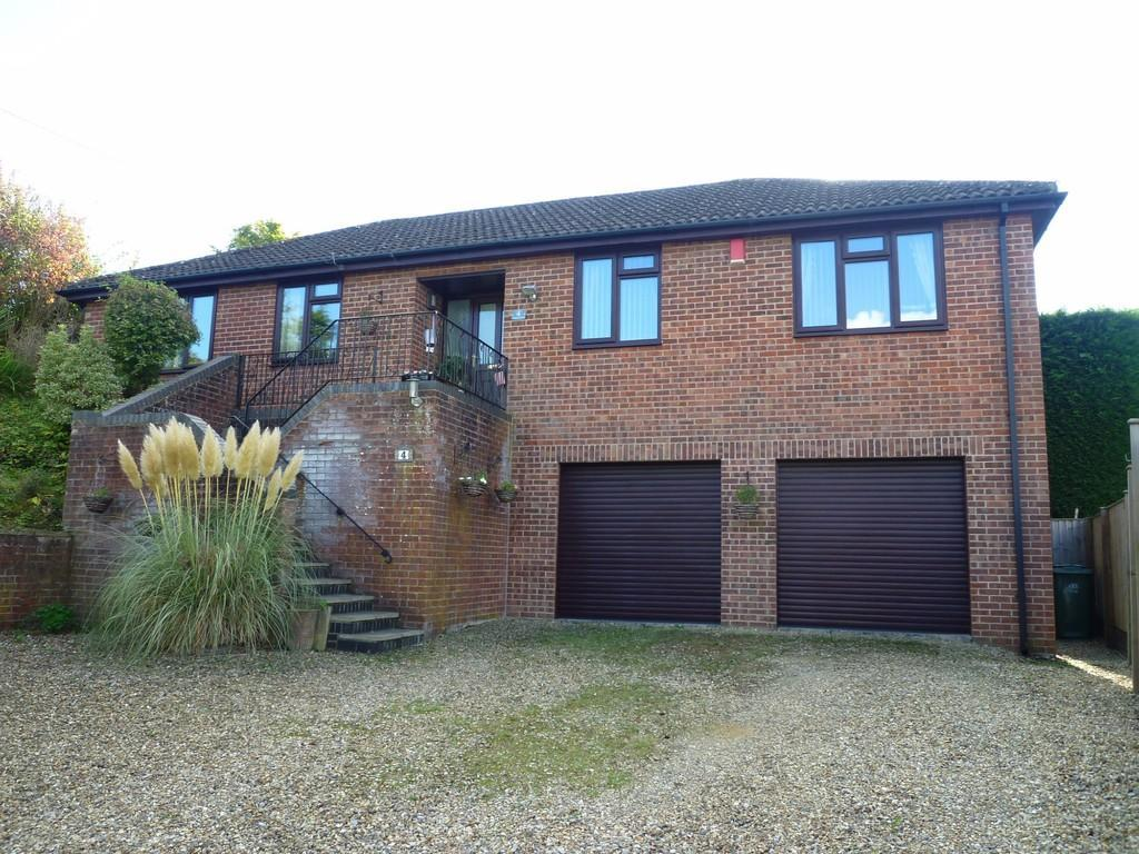 3 Bedrooms Detached Bungalow for sale in Hospital Road, Westbury