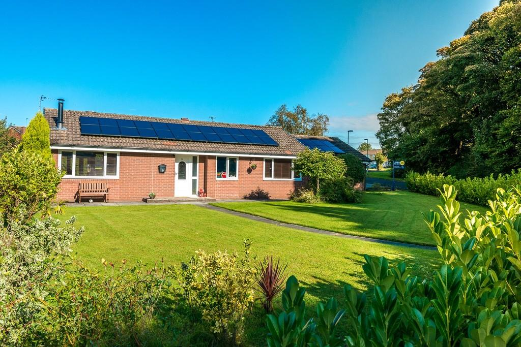 4 Bedrooms Detached Bungalow for sale in Spinney Green, Eccleston, St. Helens