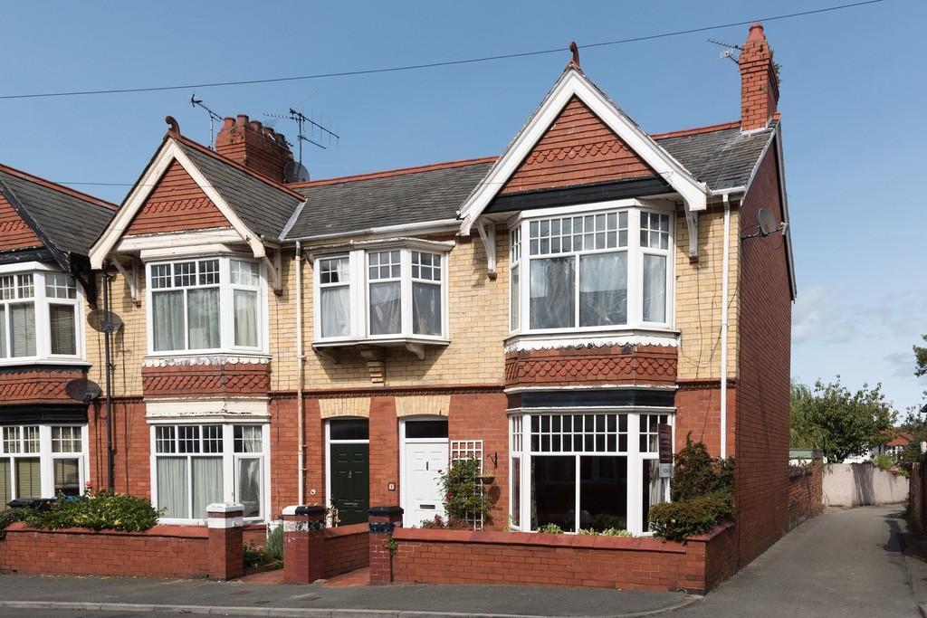 4 Bedrooms End Of Terrace House for sale in Norfolk Avenue, Prestatyn