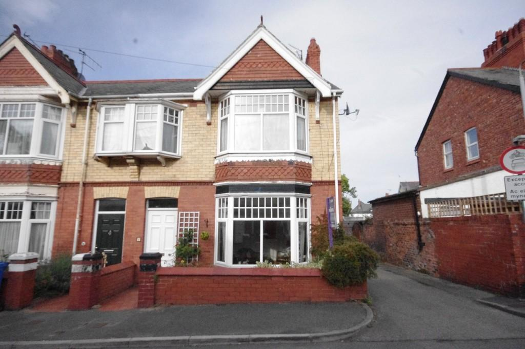 4 Bedrooms End Of Terrace House for sale in Norfolk Avenue, Prestatyn