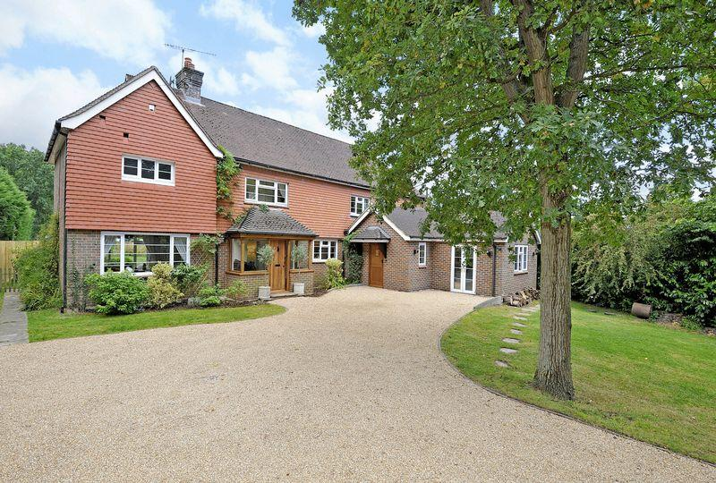 5 Bedrooms Detached House for sale in Horsham Road, Cranleigh