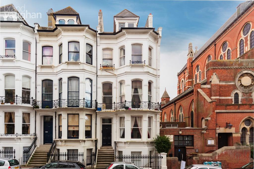 2 Bedrooms Flat for sale in St Michaels Place, Brighton, BN1