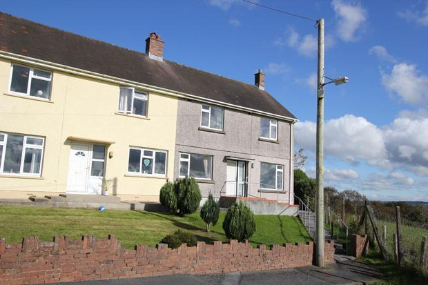3 Bedrooms Semi Detached House for sale in Haulfryn, Bancffosfelen, Pontyberem, Carmarthenshire
