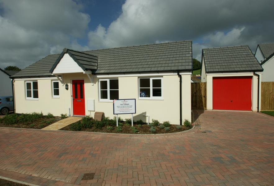 2 Bedrooms Bungalow for sale in Goodleigh Rise