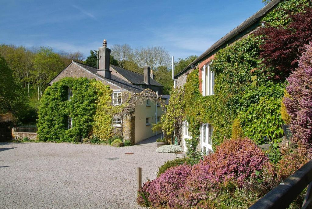 7 Bedrooms Detached House for sale in Collaton, Salcombe, Devon, TQ7