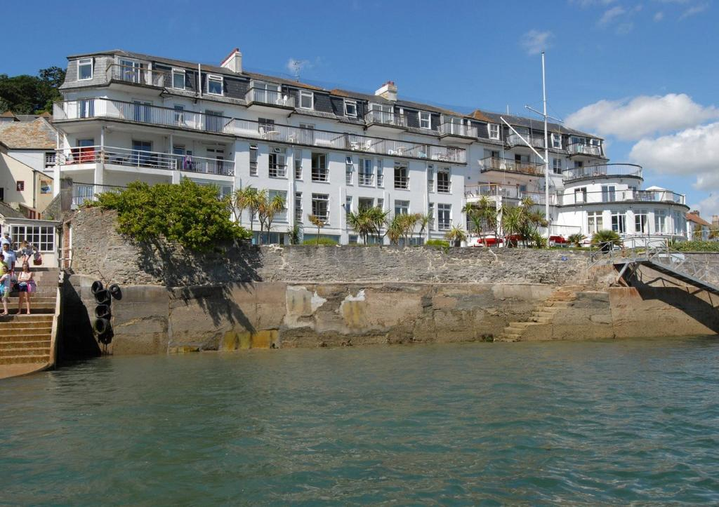 2 Bedrooms Apartment Flat for sale in The Salcombe, Fore Street, Salcombe, Devon, TQ8