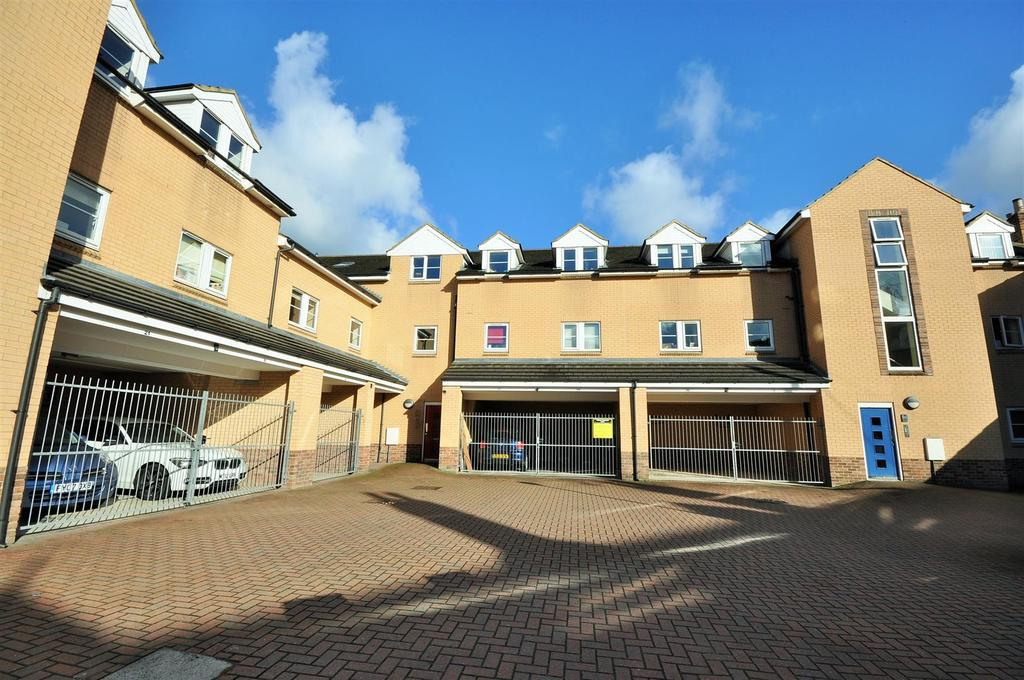 2 Bedrooms Apartment Flat for sale in Feversham Gate, Off Wigginton Road, York