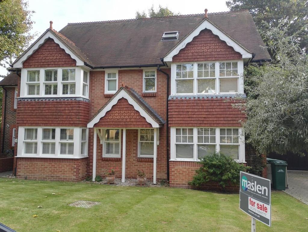 4 Bedrooms Semi Detached House for sale in Varndean Holt
