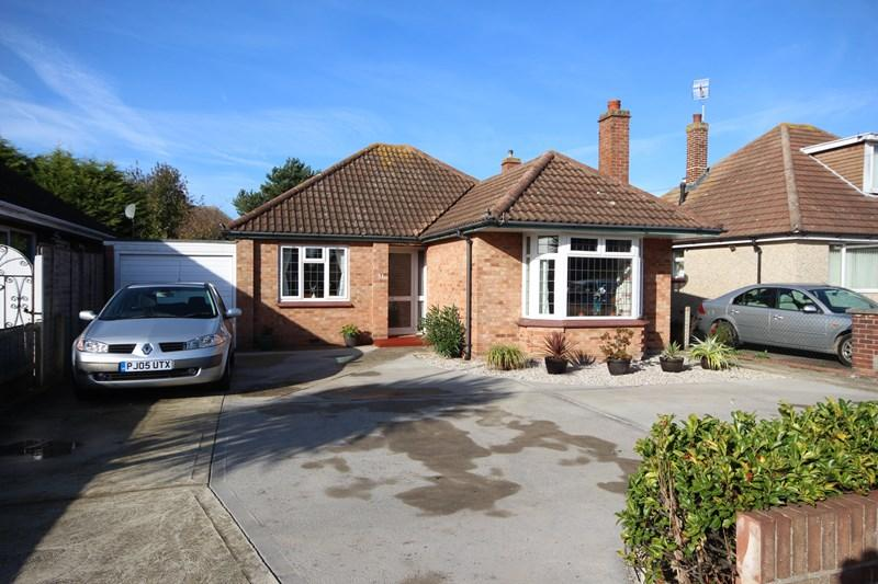 2 Bedrooms Detached Bungalow for sale in North Road, Clacton-On-Sea