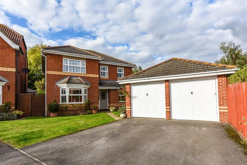 4 Bedrooms Detached House for sale in Marsum Close, Andover