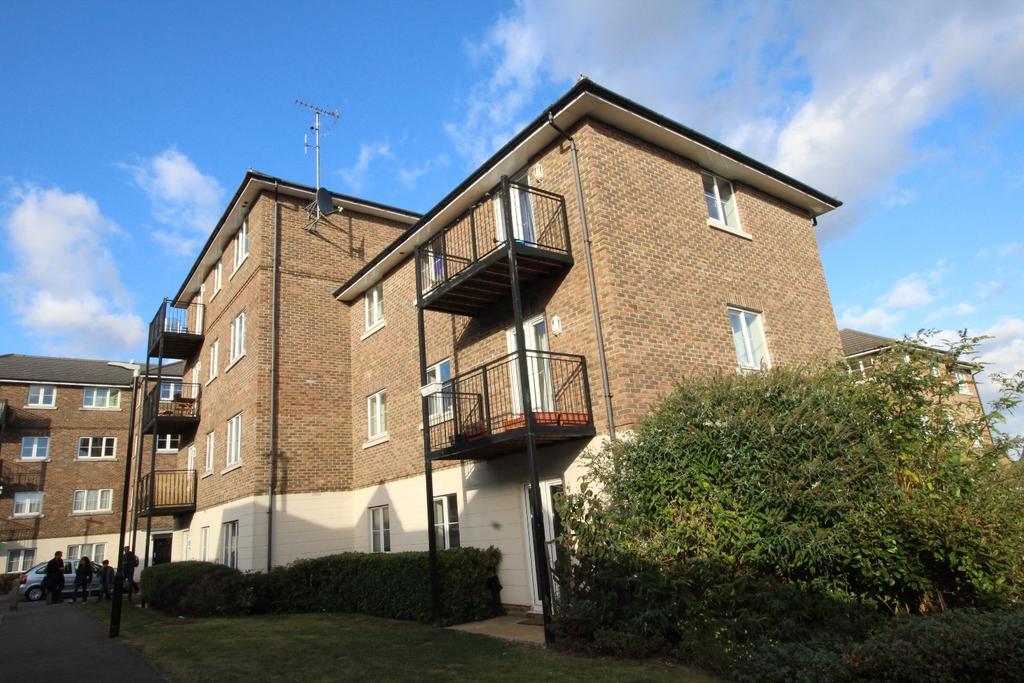 2 Bedrooms Flat for sale in Baker Crescent Dartford DA1