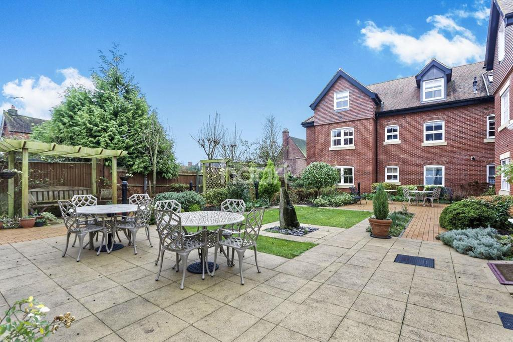 1 Bedroom Flat for sale in 29, Penn House, Jennery Lane, Burnham