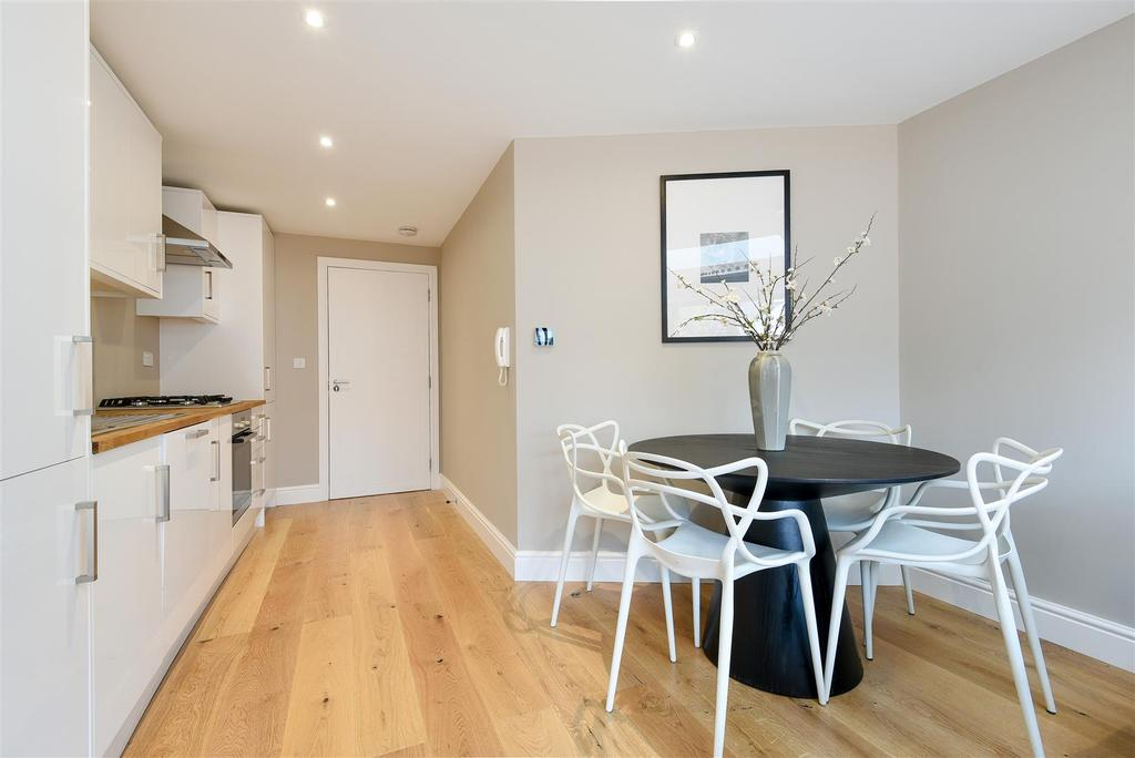 1 Bedroom Flat for sale in Roehampton High Street, Roehampton.