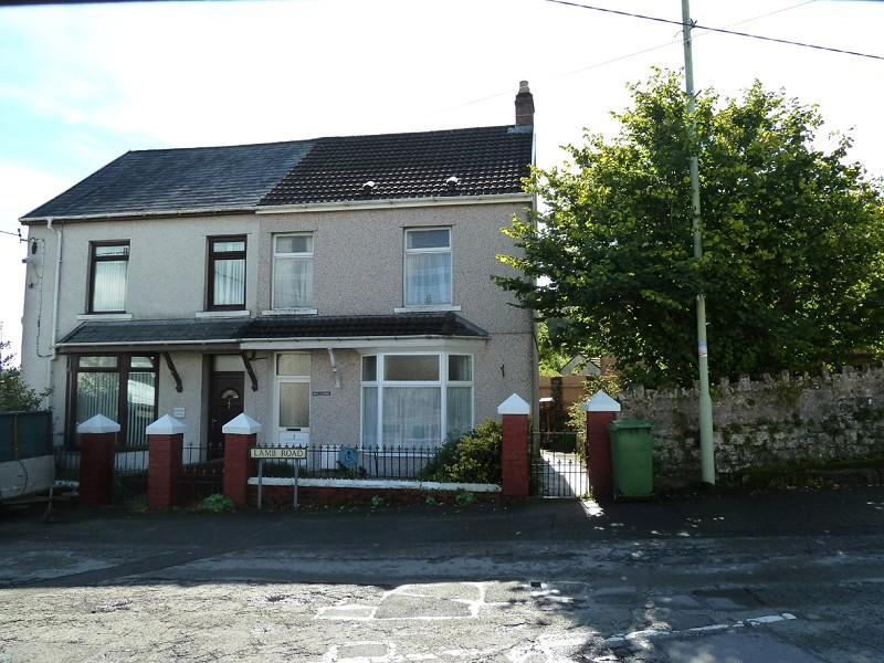 4 Bedrooms Semi Detached House for sale in Lamb Road, Penderyn, Aberdare, Rhondda, Cynon, Taff.