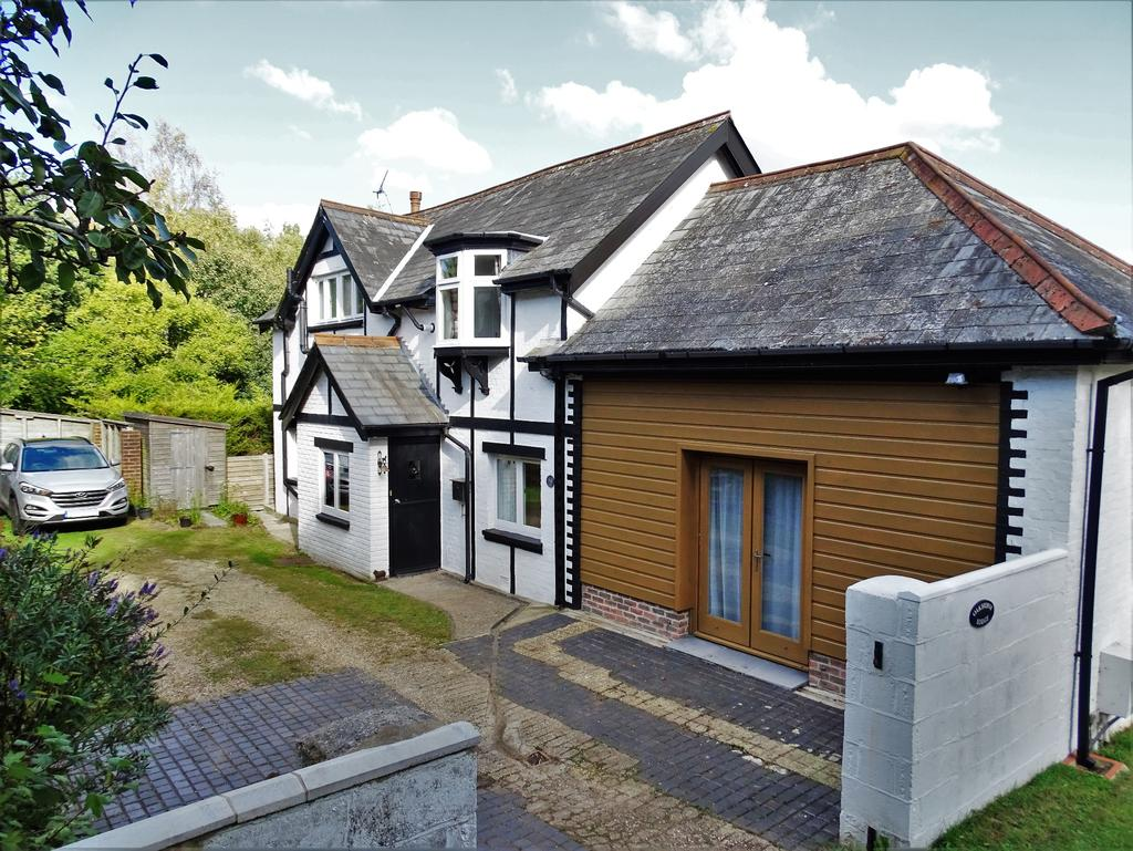 3 Bedrooms Detached House for sale in Netley Abbey
