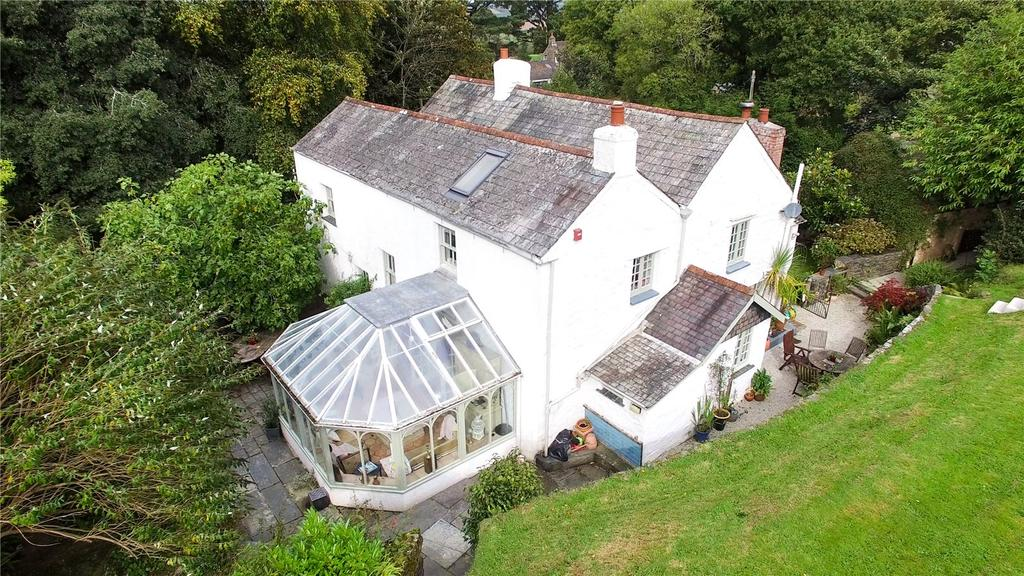 5 Bedrooms House for sale in Substantial farmhouse with character