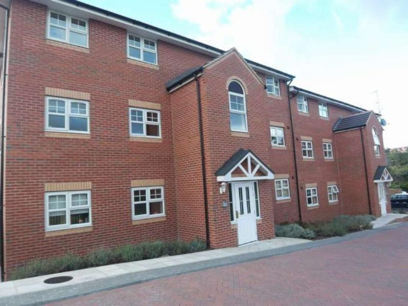 2 Bedrooms Apartment Flat for sale in STONE BRIDGE COURT, FARNLEY CRESCENT, LEEDS, LS12 5AN
