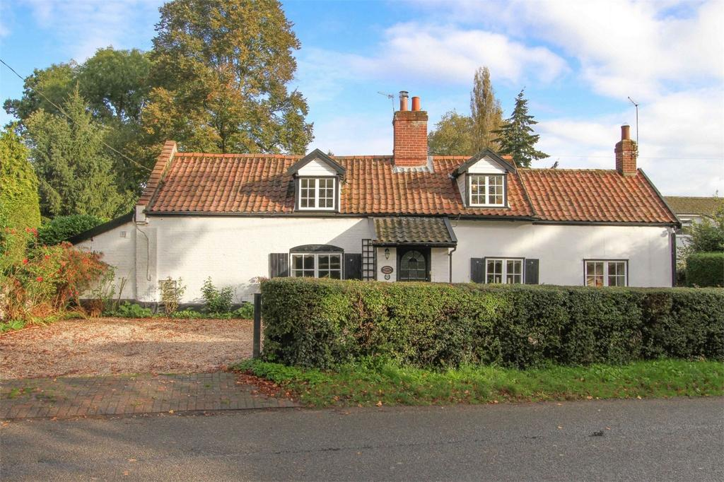3 Bedrooms Cottage House for sale in 58 Church Road, Swainsthorpe, Norfolk